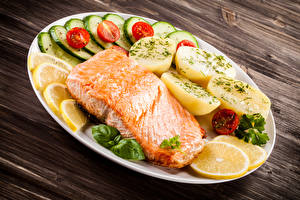 Bilder Meeresfrüchte Fische - Lebensmittel Kartoffel Gemüse Lachs Bretter Teller Lebensmittel