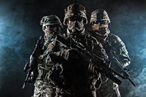 Hintergrundbilder Soldaten Sturmgewehr Drei 3 Uniform Brille Heer