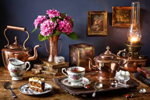 Hintergrundbilder Stillleben Flötenkessel Sträuße Hortensien Petroleumlampe Törtchen Tee Tasse Buch Zucker Lebensmittel