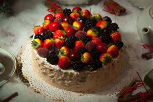 Hintergrundbilder Süßigkeiten Torte Erdbeeren Brombeeren Kirsche Lebensmittel
