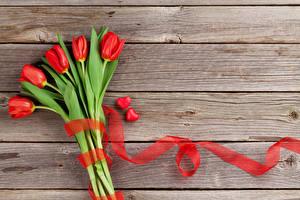 Fotos Tulpen Bretter Rot Band Herz Blumen