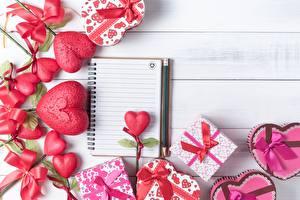 Fotos Valentinstag Herz Notizblock Geschenke Blumen