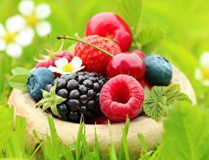 Hintergrundbilder Brombeeren Himbeeren Kirsche Beere Großansicht Lebensmittel