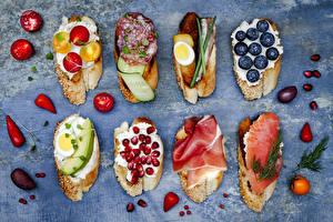 Hintergrundbilder Brot Schinken Wurst Granatapfel Heidelbeeren Tomate Butterbrot Ei