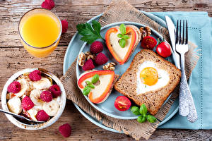 Bilder Brot Fruchtsaft Butterbrot Müsli Himbeeren Tomate Frühstück Teller Spiegelei Trinkglas das Essen