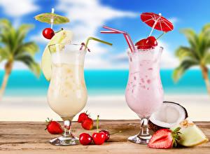Fotos Cocktail Kirsche Erdbeeren Obst Weinglas 2 Regenschirm Lebensmittel