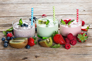 Pictures Mixed drink Strawberry Blueberries Raspberry Kiwi Boards Three 3 Highball glass Food