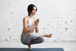 Fonds d'écran Fitness Aux cheveux bruns Entraînement Main Yoga Filles Sport