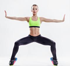 Bilder Fitness Weißer hintergrund Körperliche Aktivität Hand Bauch Blick Mädchens Sport