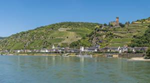 Hintergrundbilder Deutschland Gebäude Fluss Felder Schiffsanleger Hügel Kaub Städte