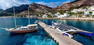 Hintergrundbilder Griechenland Gebäude Bootssteg Segeln Schiffe Gebirge Tilos Städte