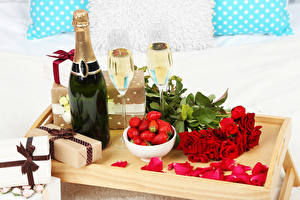 Pictures Holidays Sparkling wine Strawberry Rose Bottles Present Stemware Red Petals Food Flowers
