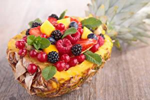 Hintergrundbilder Ananas Himbeeren Brombeeren Johannisbeeren Obst Beere Bretter