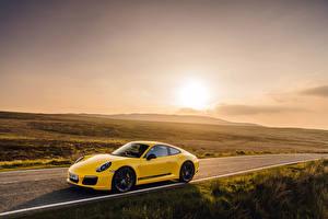 Hintergrundbilder Porsche Gelb 2018 911 Carrera T Coupe Autos
