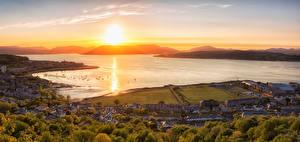 Tapety na pulpit Szkocja Budynki Wybrzeże Wschody i zachody słońca Rzeki Gourock miasto