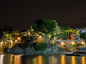 Hintergrundbilder Spanien Gebäude Flusse Abend Felsen Straßenlaterne Bäume Calp Städte