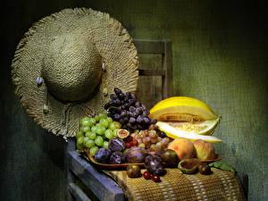 Hintergrundbilder Stillleben Trauben Melone Pflaume Pfirsiche Stühle Der Hut Lebensmittel