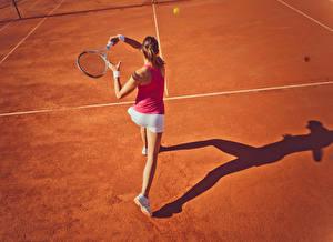 Bilder Tennis Braunhaarige Hinten Trainieren Mädchens Sport