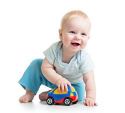 Bilder Spielzeuge Weißer hintergrund Säugling Lächeln Spielen Kinder