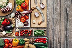 Fotos Gemüse Tomaten Paprika Aubergine Zwiebel Bretter Schneidebrett