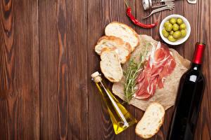 Fotos Wein Brot Schinken Oliven Peperone Bretter Flasche