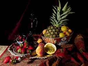 デスクトップの壁紙、、ワイン、果物、パイナップル、イチゴ、桃、チェリー、ピッチャー、ウォッカのガラス、食べ物