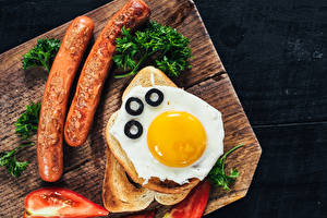 Pictures Bread Vienna sausage Vegetables Cutting board Fried egg