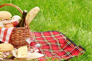 Fotos Käse Sandwich Picknick Weidenkorb Weinglas