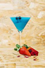 Bilder Cocktail Erdbeeren Brombeeren Weinglas