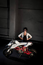 Photo Ducati Side Motorcyclist 2010 TWINS by IED