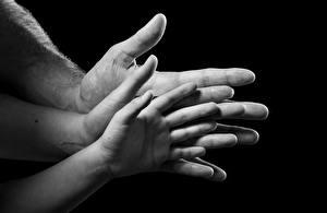 Bilder Finger Großansicht Hand Schwarzer Hintergrund