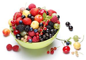 Hintergrundbilder Obst Meertrübeli Brombeeren Kirsche Himbeeren Beere Weißer hintergrund Lebensmittel