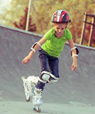 Hintergrundbilder Kleine Mädchen Rollschuh Helm Kinder