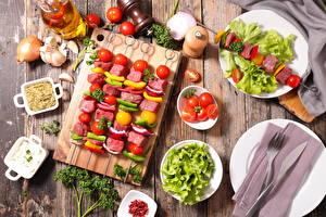 Papel de Parede Desktop Produtos de carne Chachlik Hortaliça Tomates Cebola Alho Tábua de cortar Alimentos