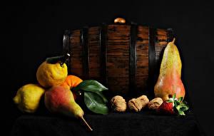 Bilder Birnen Zitronen Nussfrüchte Erdbeeren Tisch das Essen