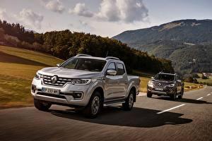Fotos Renault Pick-up Fahren 2 Silber Farbe 4x4, 2017 Alaskan