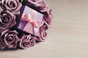 Hintergrundbilder Rosen Geschenke Schleife Blumen