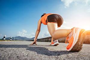 Fotos Lauf Bein Turnschuh Start Schuhsohle Sport Mädchens