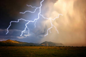 Hintergrundbilder Himmel Grünland Blitz Hügel
