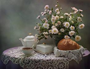 Bilder Stillleben Sträuße Chrysanthemen Tee Backware Tasse Tisch Lebensmittel Blumen