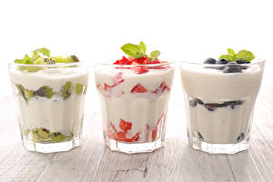 Bilder Joghurt Obst Drei 3 Trinkglas Lebensmittel