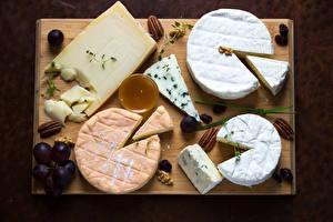 Fotos Käse Weintraube Nussfrüchte Schneidebrett