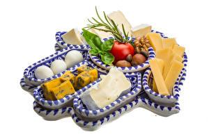Fotos Käse Tomate Nussfrüchte Weißer hintergrund Lebensmittel