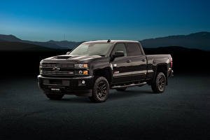 Bilder Chevrolet Pick-up Metallisch Schwarz 2018 Silverado 2500 HD Z71 Midnight Crew Cab Autos