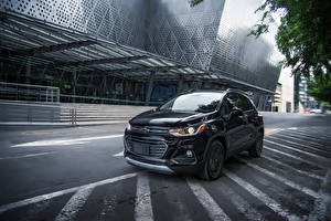Bilder Chevrolet Schwarz Metallisch 2018 Trax Premier Midnight MX-spec Autos