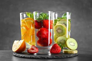 Pictures Kiwifruit Strawberry Orange fruit Drink Highball glass Three 3 Food
