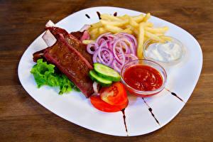 Hintergrundbilder Fleischwaren Fritten Gemüse Teller Ketchup Lebensmittel