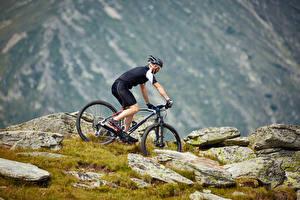 Hintergrundbilder Mann Fahrräder Uniform Helm Sport