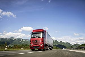 Wallpaper Mercedes-Benz Trucks Red Motion 4x2 Actros automobile