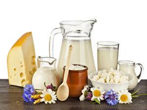 Hintergrundbilder Milch Käse Topfen Weißkäse Quark Hüttenkäse Kamillen Kornblume Kanne Löffel